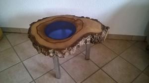 Nussbaumholztisch mit Glaseinsatz